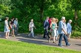 Mehr Rücksichtnahme aufeinander im Verkehr und die Befestigung von Wegen waren Themen, die die Spaziergänger/innen mit Oberbürgermeister Dr. Thomas Spies (rechts) beim Spaziergang im Hansenhausviertel besprachen.©Stadt Marburg, Patricia Grähling