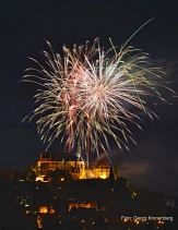 Das Pheonixx-Feuertheater zaubert Millionen Sterne in den Himmel über Marburg.©Georg Kronenberg
