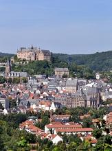 Blick auf Marburgs Sehenswürdigkeiten mit Schloss, Rathaus, Pfarrkirche, Alte Universität©Georg Kronenberg
