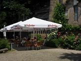 Café im Spiegelslust-Turm, Tische vor dem Turm©Kerstin Hühnlein