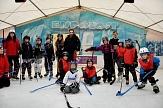 Alle Spieler*innen und Betreuer des Eishockey-Trainings im Eispalast.©Universitätsstadt Marburg