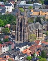 Elisabethkirche aus der Luftperspektive mit Blick auf den Haupteingang©Georg Kronenberg