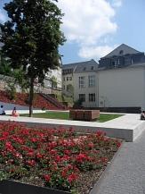 Garten des Gedenkens mit blühenden roten Rosen©Kerstin Hühnlein