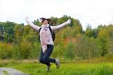 Eine Frau springt in die Luft©Pixabay