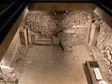 nächtlicher Blick auf die Ausgrabungsstätte der mittelalterlichen Synagoge am Obermarkt©Rainer Kieselbach