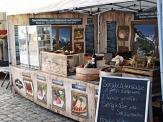 Bude auf dem Oberstadtmarkt mit Essen©Stadtmarketing Marburg e. V.