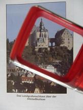 Lupe, die ein Bild vom Schloss vergrößert©Kerstin Hühnlein