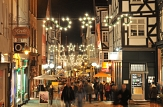 Ob beim Bummeln in den Geschäften oder bei einem Besuch der Weihnachstmärkte - die Weihnachtsstadt Marburg hat rund ums Fest jede Menge zu bieten.©Georg Kronenberg